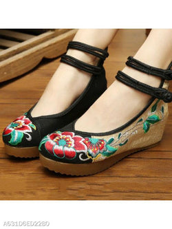 Embroidery Low Heeled Blend Round Toe Casual Pumps