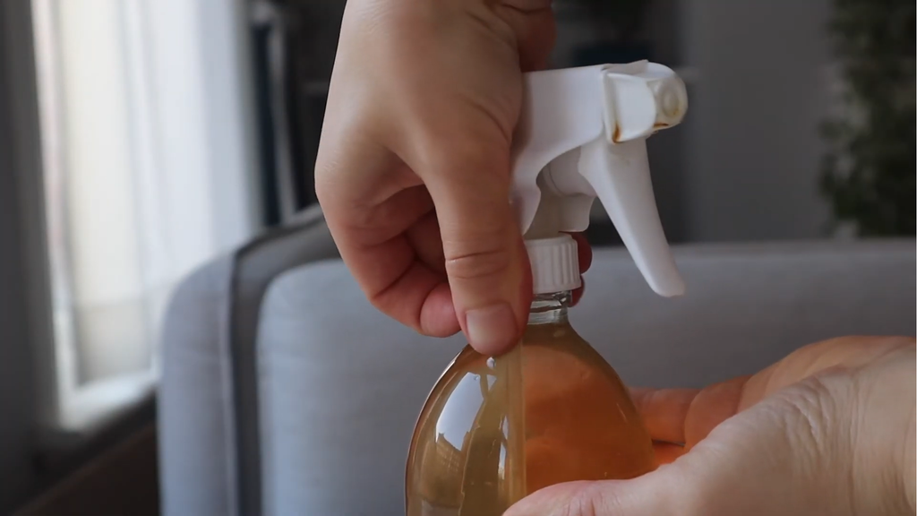 Top up with water | Natural DIY cleaning spray | Bottega Zero Waste