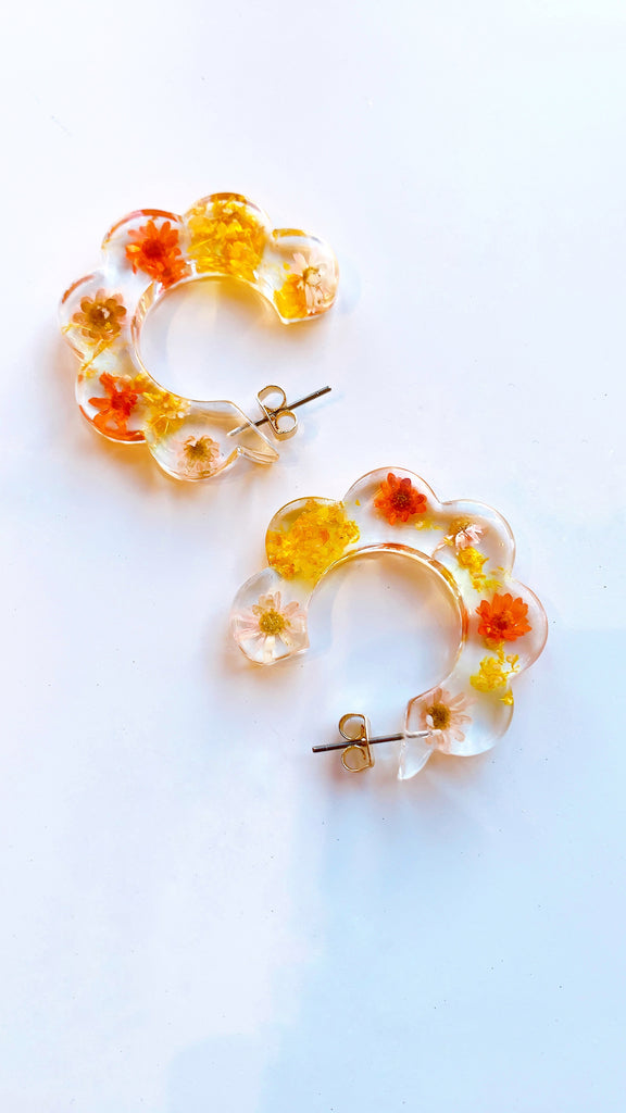 Pressed flower resin hoop earrings