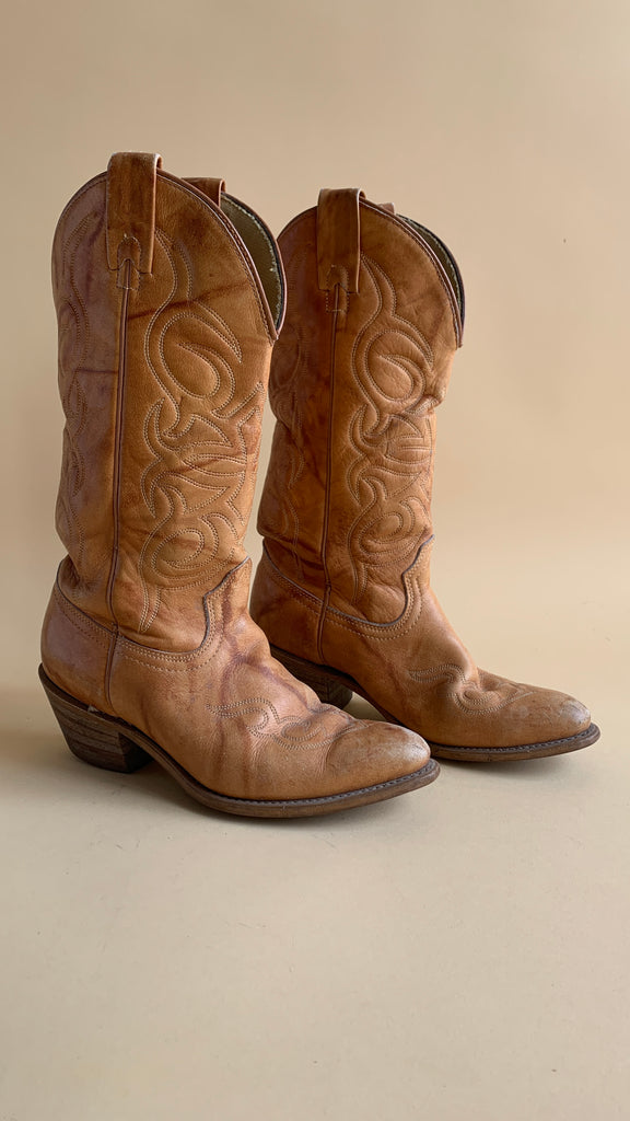 Carmel colored stitched cowboy boot