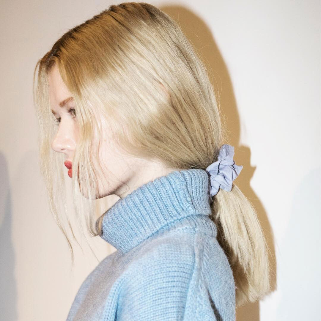 scrunchie-runway-blue-low-ponytail