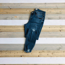 Load image into Gallery viewer, Distressed Skinny Jean