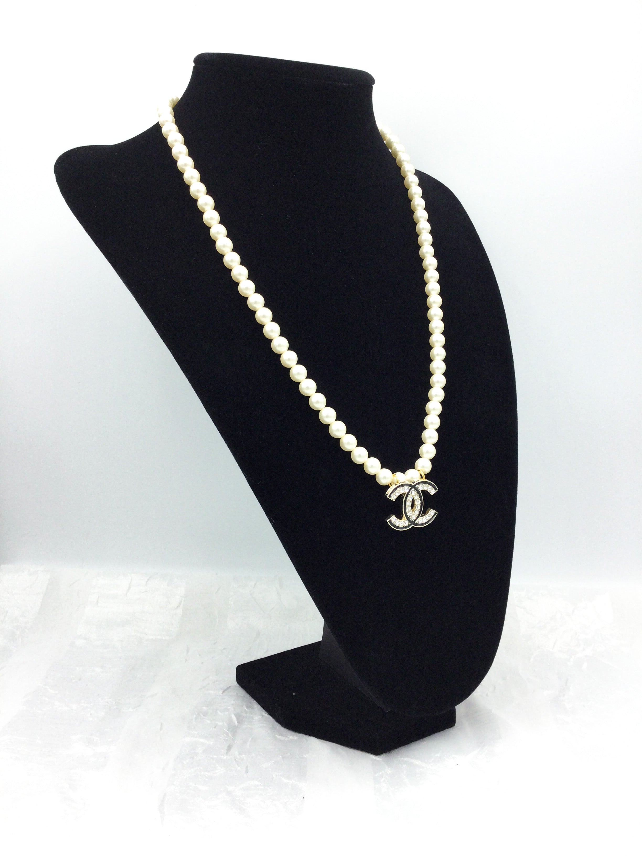 Glamorous Faux Pearl Designer Button Rhinestone Necklace