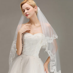 Voile 1.5M Lace Edge Short Wedding Veil with Comb Two Layers