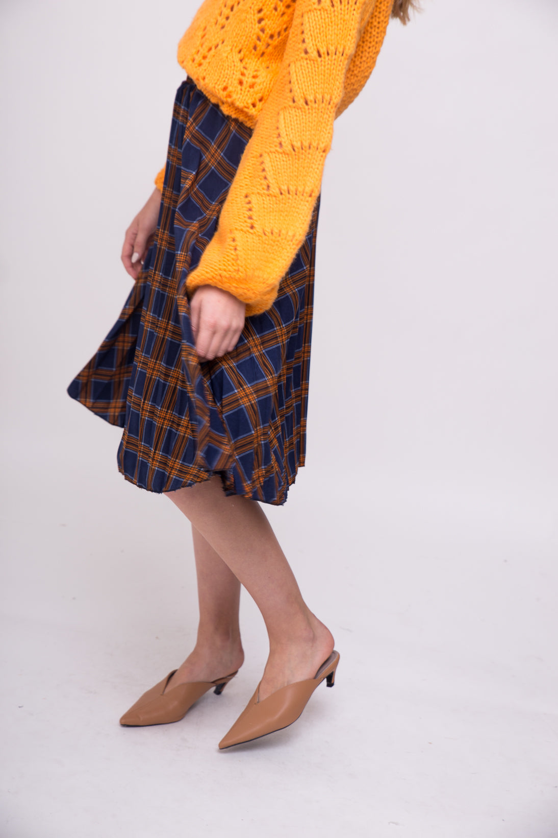 Plaid pleated bellow the knee skirt.
