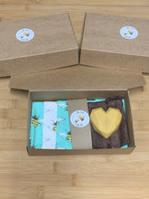 Load image into Gallery viewer, Bee Sweet & Bumble Beeswax/Vegan Wax Wrap DIY kit.