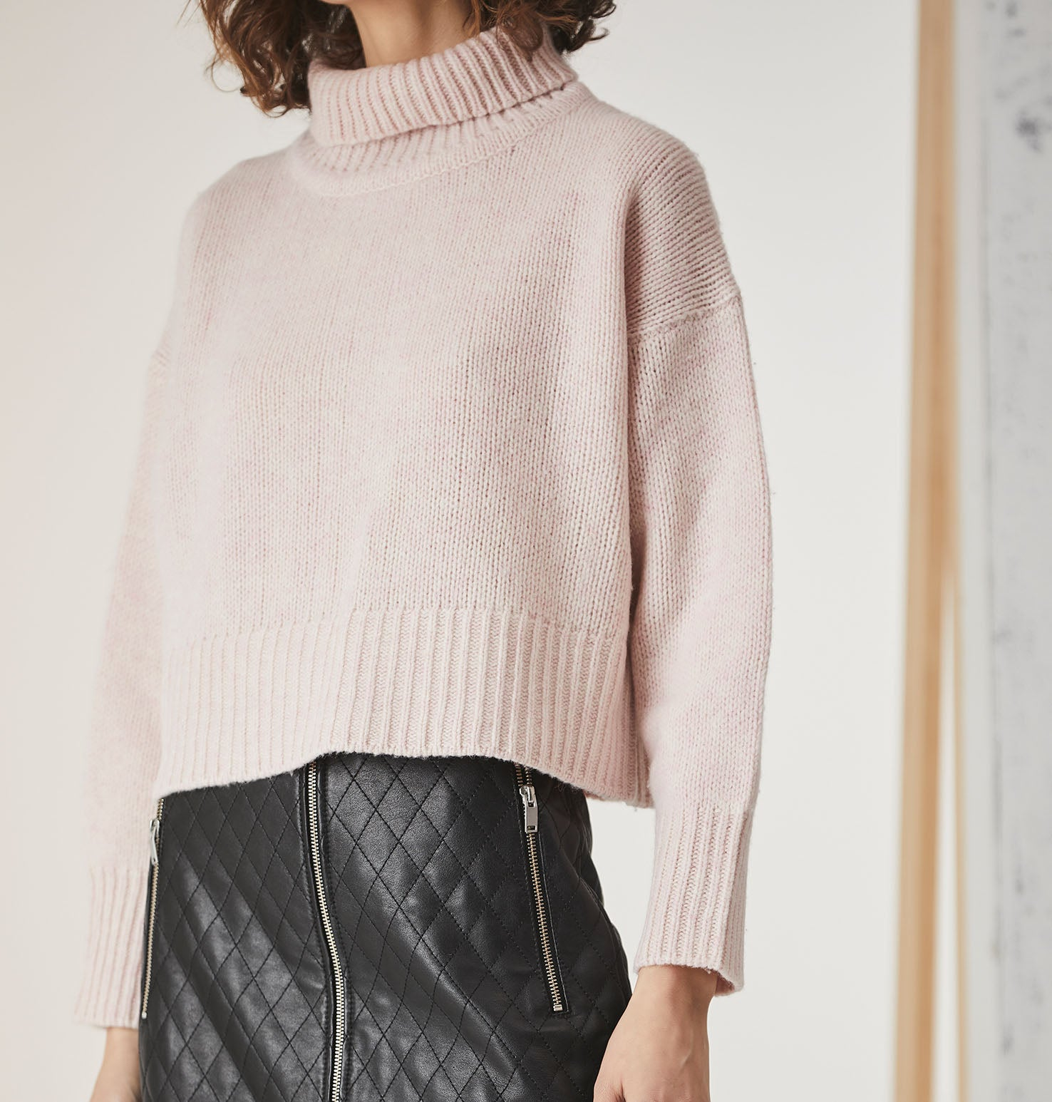 Turtle Neck Cropped Knit