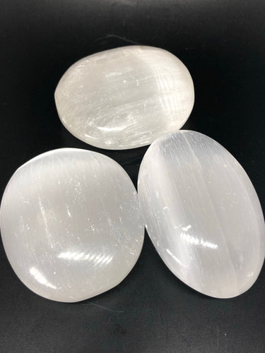 Selenite gallet ~ connect to your guides, clarity, cleansing, activates 3rd eye & crown chakras