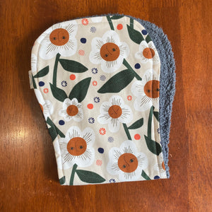 Contoured Burp Cloth - Retro Daisy Face