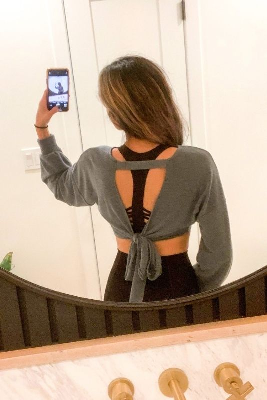 ACTIVE CROP TOP WITH CUTOUT BACK