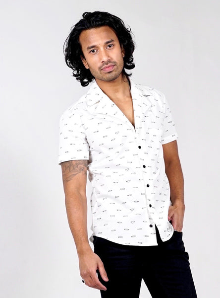 Short sleeved bowling shirt. Organic cotton. Safety pin print