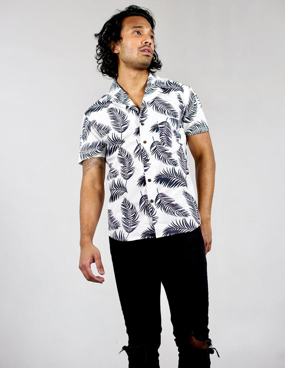 Short sleeved bowling shirt. Organic cotton. Leaf print