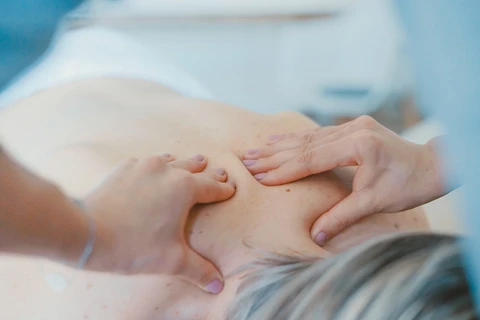 deep pressure therapy: Masseuse massaging a person's back