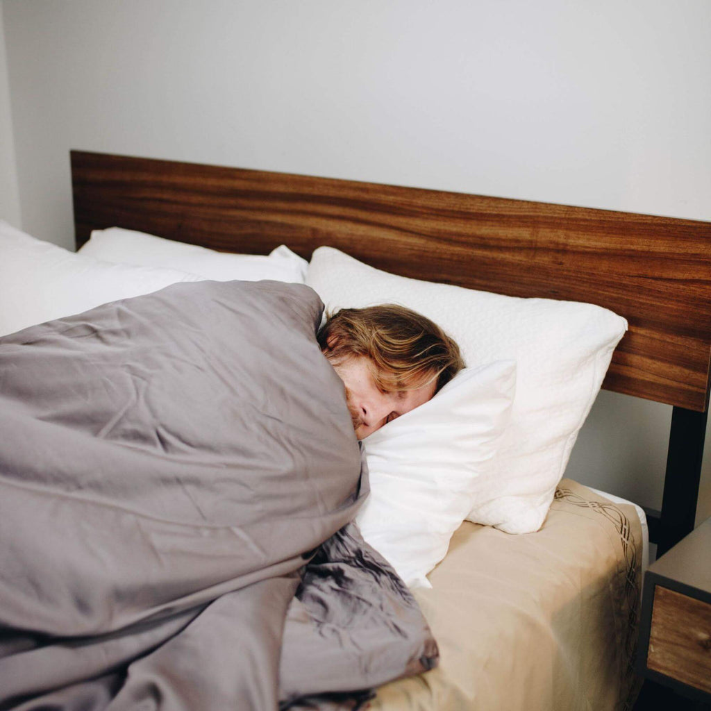 waking up tired: Man sleeping with a weighted blanket