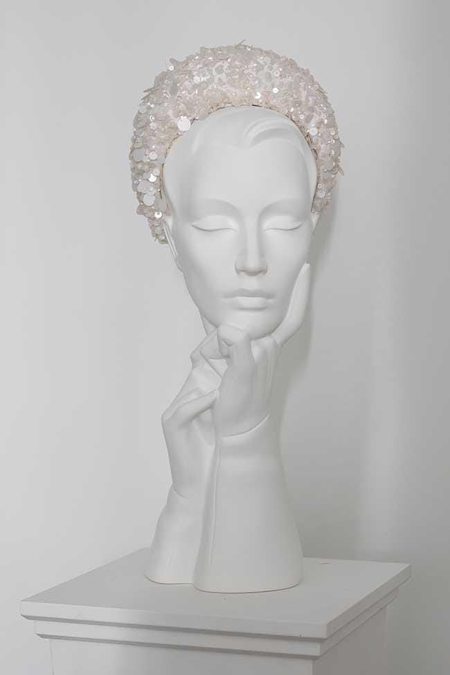 Amara is a luxurious sequin halo headband.  This elegant sequinned halo is perfect for pairing with an elegant, clean lined wedding outfit   The halo attaches with hair combs. One Size.