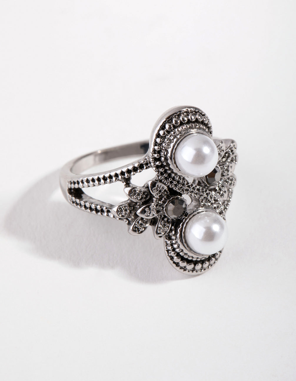 Black Antique Silver Pearly Flower RIng
