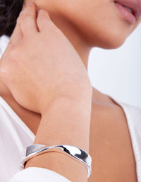 Silver Twist Clamp Bangle - link has visual effect only