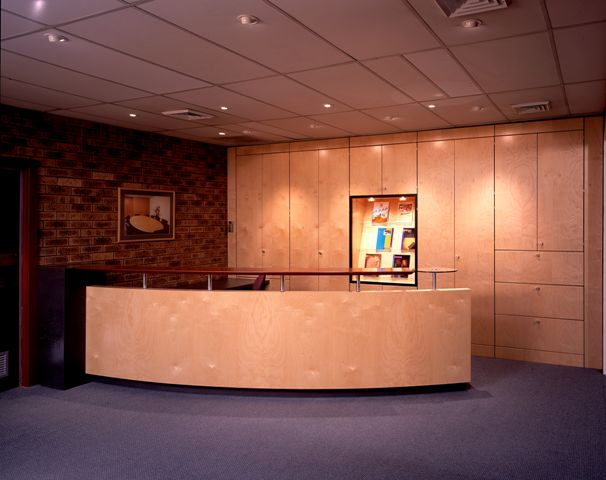 H4000 NATURAL TIMBER VENEER RECEPTION DESK