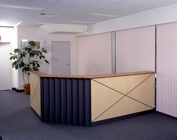 EQ4000 NATURAL TIMBER VENEER RECEPTION DESK