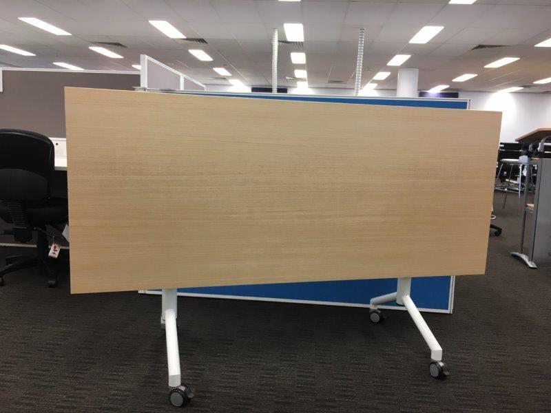 SHOWROOM CLEARANCE STOCK   C-FLIP FOLDING TABLE