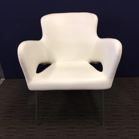 SHOWROOM CLEARANCE STOCK - CUTE LOUNGE IN WHITE WAS $414 NOW $99 SAVE 75%!