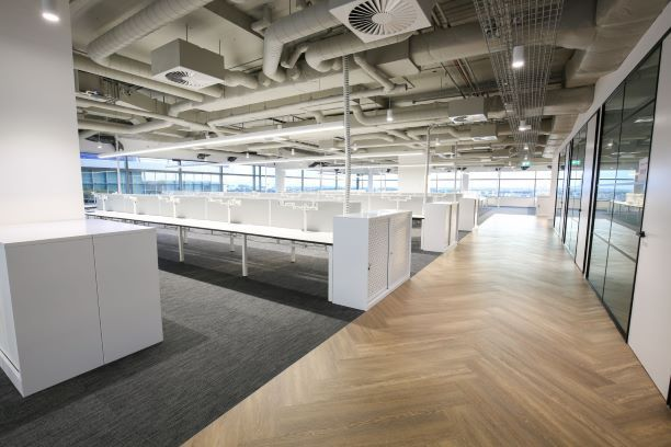 AN INSTALLATION OF 160 WORKSTATIONS & SEVERAL MEETING ROOMS