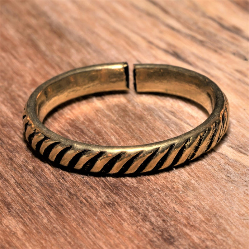 An adjustable, handmade, dainty pure brass striped patterned band toe ring designed by OMishka.