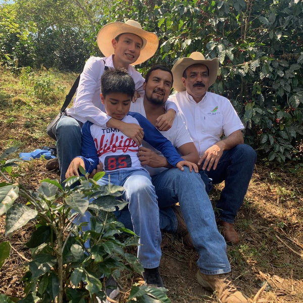 Beto Reyes & family. El Limon, Palencia, Guatemala | Hasbean.co.uk