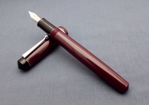 Click Aristocrat Acrylic Fountain Pen - Fine Nib - Chrome Trim - Brown