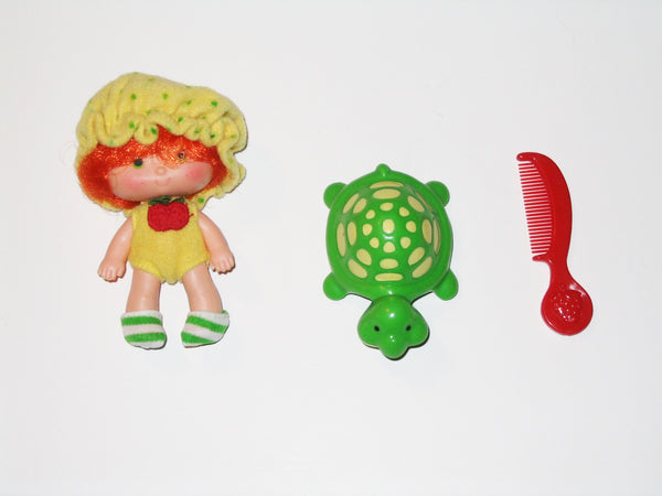 Strawberry Shortcake:  Apple Dumplin' with Tea Time Turtle and Comb (Kenner)
