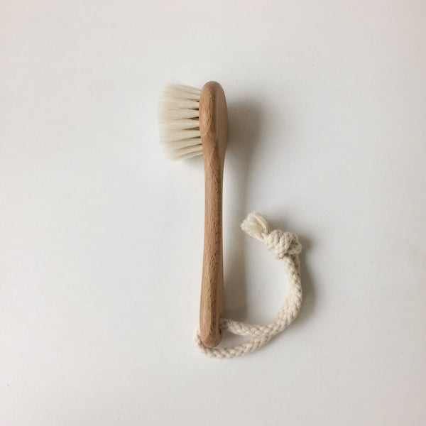Natural face brush