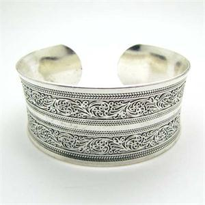 Antique Silver Plated Carve Pattern Bangle