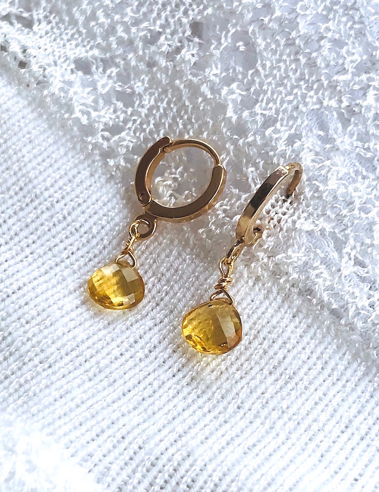 Mini Drops Citrine Boucles d'Oreilles Ô PLUM Bijoux Collection Citrine, Plaqué Or