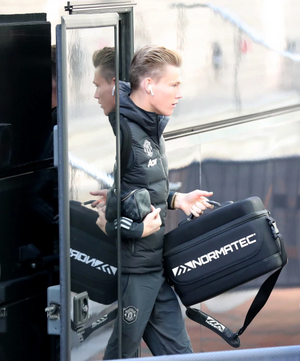 Man Utd star McTominay arrives at Lowry carrying electronic 'massage therapist' ahead of Europa League tie