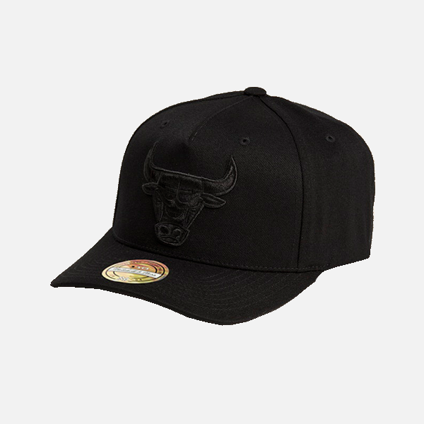 huge selection of f054b 7479c Mitchell & Ness Chicago Bulls 110 Snapback - All Black Logo