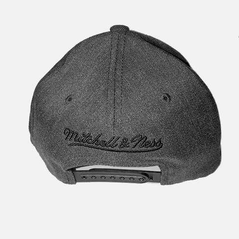 Mitchell & Ness Bulls Snapback - Dark Heather Grey