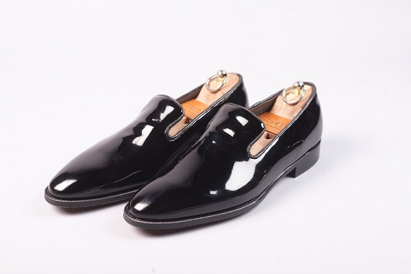 WHOLECUT LOAFER – BLACK PATENT