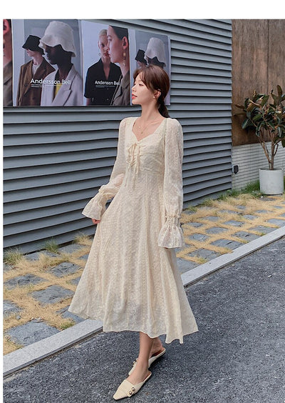 2020 New Autumn French retro flared sleeve dress with square neck to lower the waist shows a slim long-sleeve women's dress