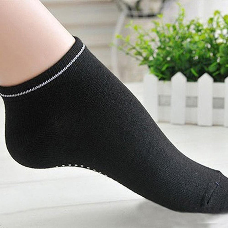 - 1 pair New Arrival Fitness Ladies Girls Women Pilates NonSlip Grip Socks 5 Colors Can Choose calcetas mujer -   jetcube