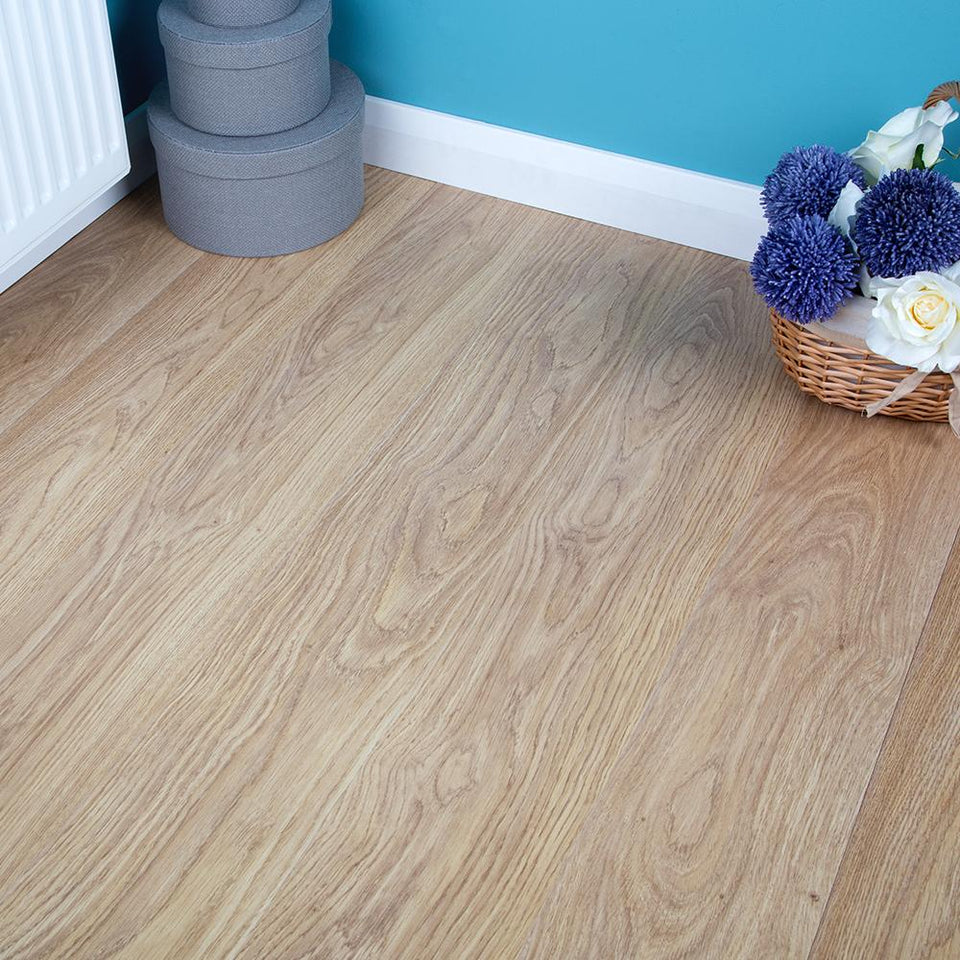 Laminate Flooring - Light Varnished Oak - 6mm
