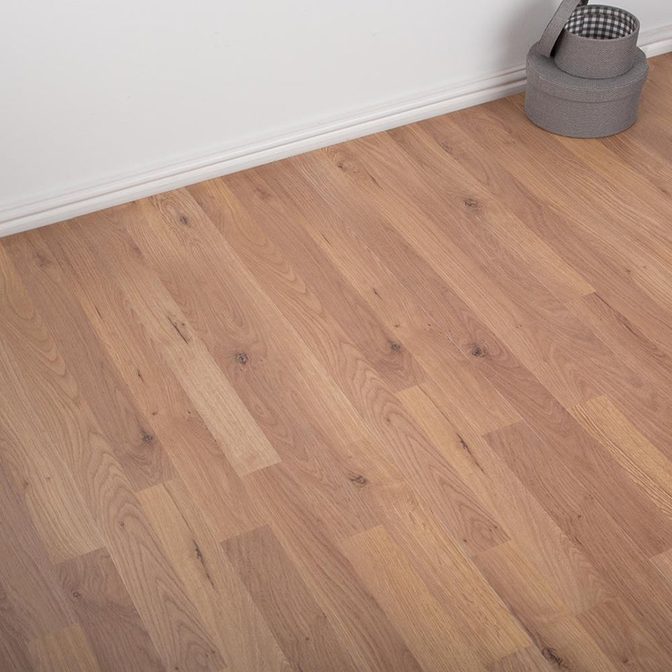 Heavy Domestic Kitchen/Bedroom/Hallway Simple Click AC3 Laminate Flooring - Oak 6mm - VARIATION