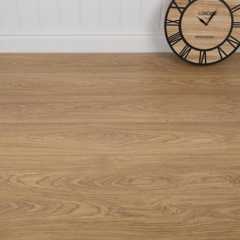 Natural Varnished Oak - AC4 - 12mm - 1.48m2 - SAMPLE