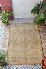 Load image into Gallery viewer, Vintage Moroccan Rug