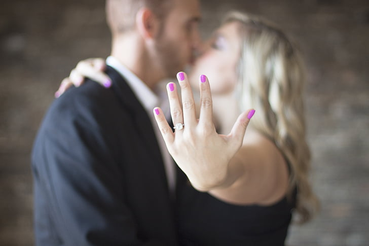 4 Tips To Make Sure You Pick An Engagement Ring She Will Love