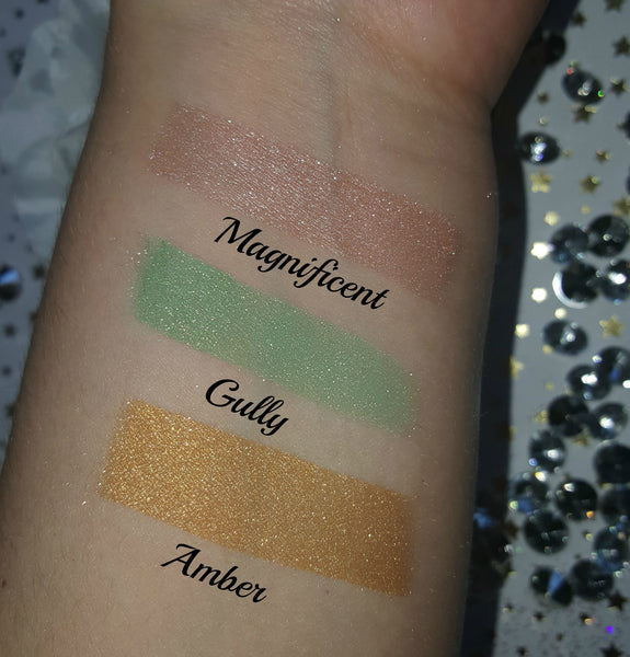 shade beauty, eyeshadow, vegan makeup, cruelty free makeup, swatches, shimmery eyeshadow, sparkly eyeshadow, metallic eyeshadow, neutral eyeshadow, nude eyeshadow, indie makeup, artisan makeup, gully, gully loose eyeshadow, green eyeshadow