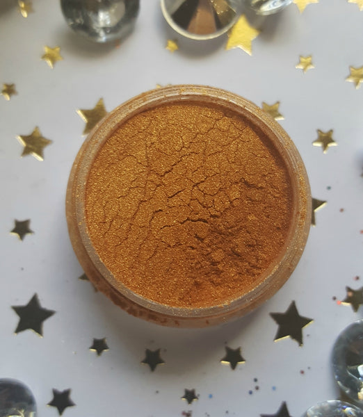 shade beauty, eyeshadow, vegan makeup, cruelty free makeup, swatches, shimmery eyeshadow, neutral eyeshadow, gold eyeshadow, brassy eyeshadow, metallic eyeshadow, amber