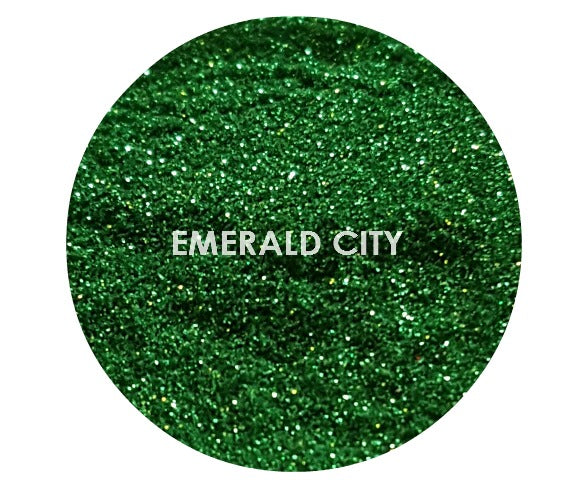 shade beauty, festival makeup, glitter, loose glitter, cruelty free makeup, vegan makeup, green glitter, emerald city loose glitter, emerald city
