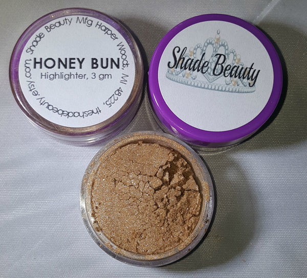 shade beauty indie makeup, cruelty free, vegan, vegan highlighter, cruelty free highlighter, bronze highlighter, bronzer, gold highlighter, honey bun, honey bun loose highlighter, makeup for deep skin, makeup for dark skin