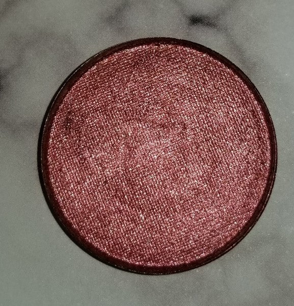 shade beauty, eyeshadow, vegan makeup, cruelty free makeup, swatches, shimmery eyeshadow, sparkly eyeshadow, metallic eyeshadow, neutral eyeshadow, nude eyeshadow, indie makeup, artisan makeup, risque, risque pressed eyeshadow, warm eyeshadow, red eyeshadow, bronze eyeshadow, warm makeup, fall makeup, fall eyeshadow