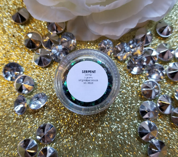 indie makeup, shade beauty, cruelty free, vegan, festival makeup, chunky glitter, holographic glitter, square glitter, hexagon glitter, gold glitter, gold chunky glitter, christmas makeup, green glitter, serpent, serpent chunky glitter, nail glitter, face glitter, face painting